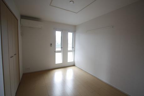 北側の6.1帖の洋室