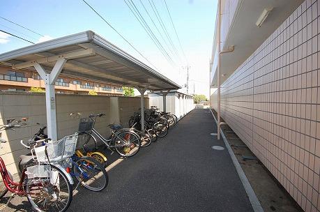 駐輪場が広く確保されておりますので、ゆとりをもって自転車が置けます