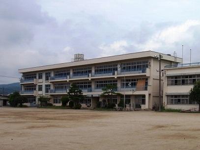 里美小学校