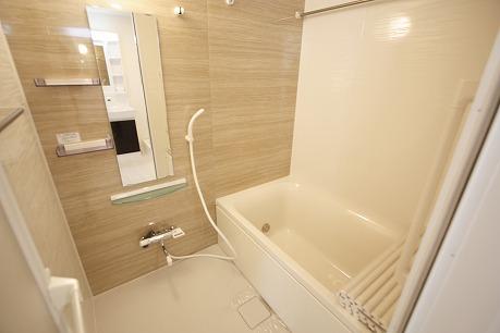 浴室換気乾燥機、追焚機能付のバスルーム