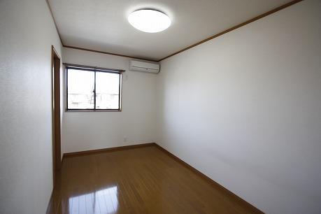 北側6.4帖洋室
