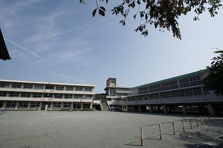 豊岡小学校700m