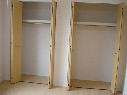 2部屋とも、収納たっぷり付いてます。