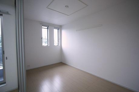 隣は5.4帖の洋室