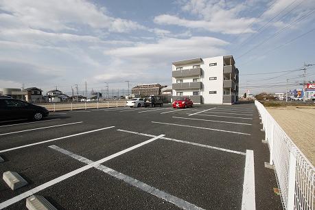 駐車場も広々