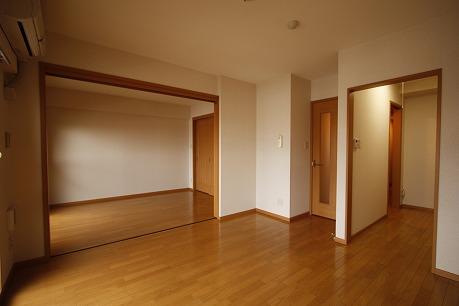 リビングと隣の洋室を開けて、開放的に使っても良いですね~