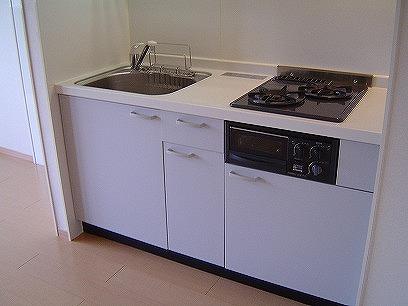 同類のシステムキッチンですが、色は異なります(/_;)