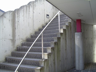 2階へ 階段・・・・