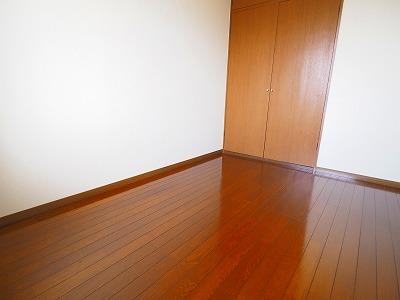 北側洋室4.5帖のお部屋★収納しっかりついてます!!