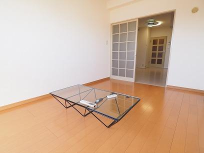 和→フローリングにリフォーム! ガラステーブルはありません・・