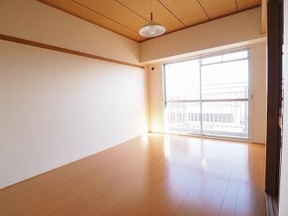東側のお部屋 こちらも和→フローリングへリフォーム