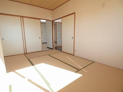 6帖の和室~ 2面遮光で明るい~