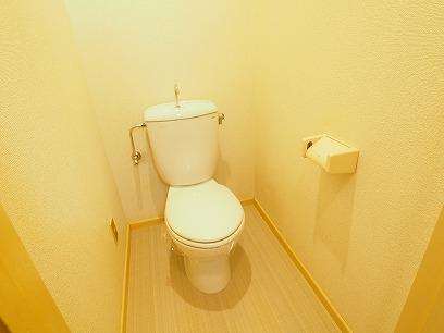ホワイトを基調としたトイレ~コンセントあります