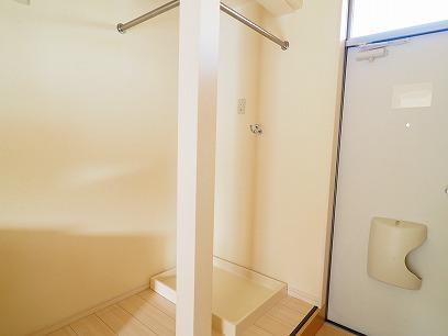 玄関横に洗濯機置き場!