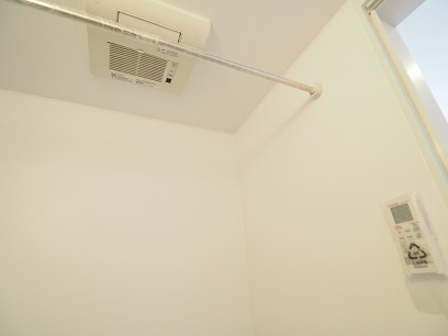 そして・・・浴室乾燥機付きで洗濯物が干せちゃうんです!!