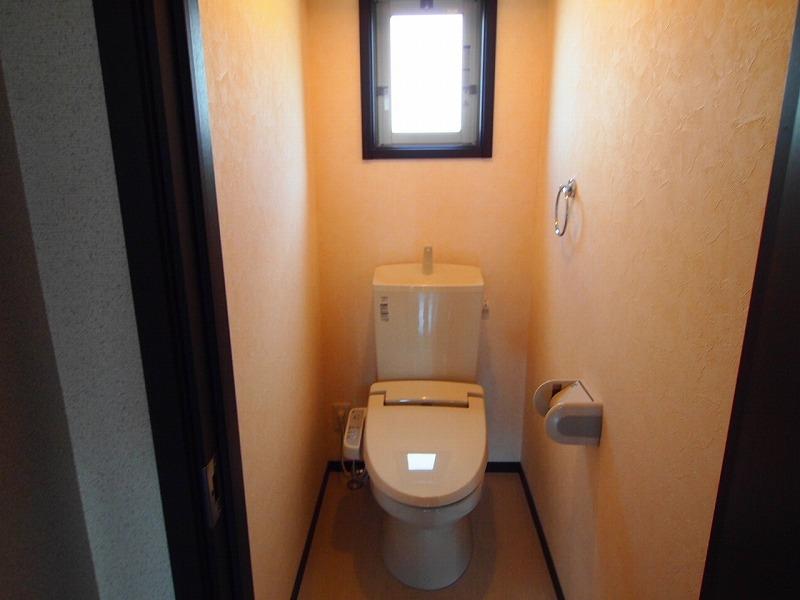 窓付きのトイレ~温水洗浄便座~