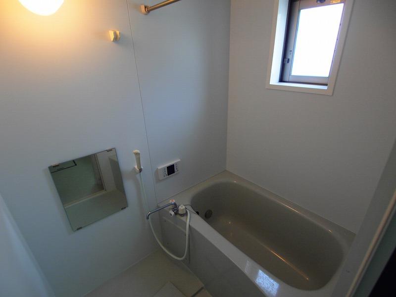 窓付きのバスルーム! 浴室乾燥機付き~