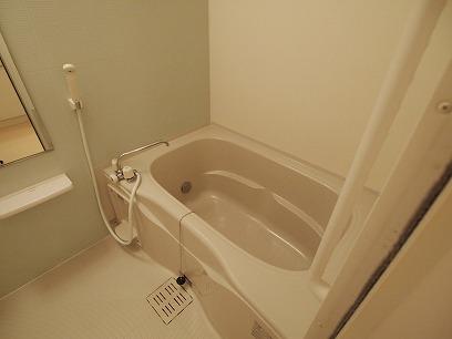 追い焚き・浴室乾燥機能付き。