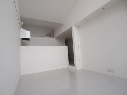 白い内装なので、どんな家具でも映えますね♪