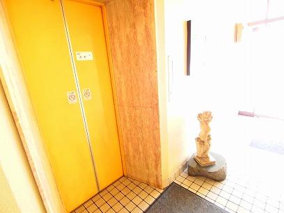 イエローカラーのエレベーター有り>>階段でも可