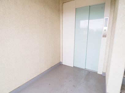エレベーターも生まれ変わりました!4階のお部屋へ
