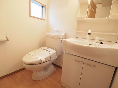 トイレ&シャンプードレッサー付きの洗面所!窓付き