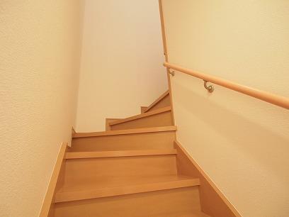 階段のぼって2階へ