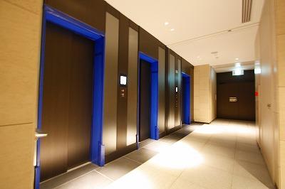 エレベーターは3基設置してあります。