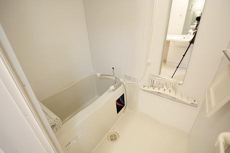 浴室乾燥機、追い焚き機能付きの浴室です。