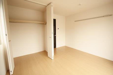 6帖の洋室!収納スペースも広く設けられております。