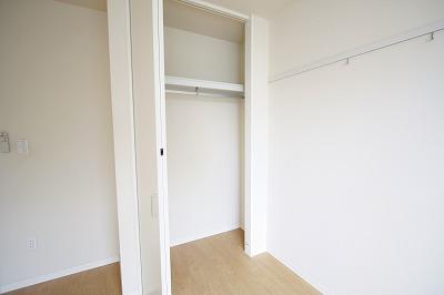 真っ白なお部屋なので、どんな家具でも合いますね♪