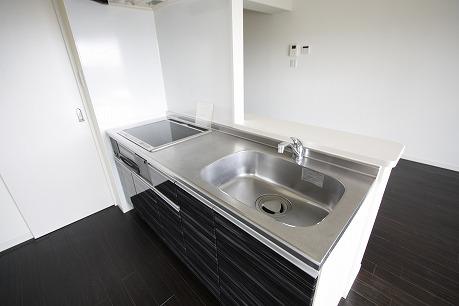 システムキッチン、IHコンロ♪ キッチン後ろには吊り戸棚もあります。