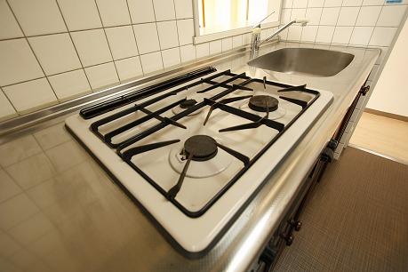 システムキッチン3口!都市ガスですよ。。