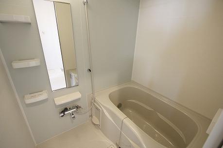 追炊き付・浴室乾燥機付のバスルーム