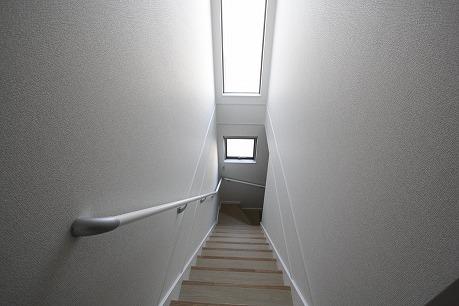 階段も光が入るので明るいです