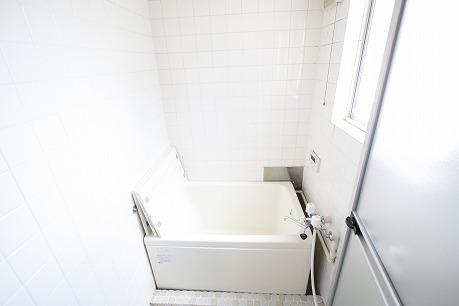 お風呂にも窓付いてます!湿気対策!カビ対策!換気が出来るって素敵♪