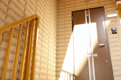 明るい南入り玄関♪TVモニター付