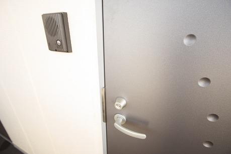玄関ドア スタイリシュでカッコイイ~