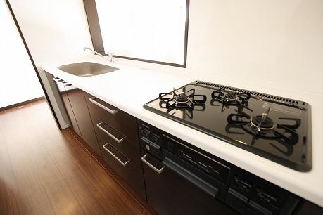調理台はホワイトカラ~人工大理石 なんといっても都市ガス仕様