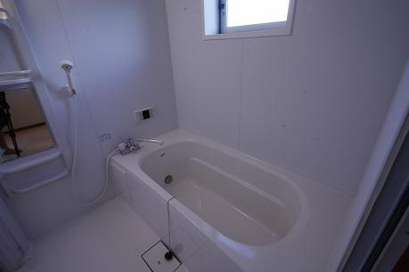 窓と乾燥・暖房のある大きなお風呂☆