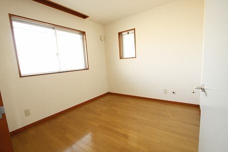 綺麗な洋室 埋込み式のカーテンレール