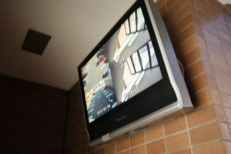 エントランスに監視カメラが24時間可動