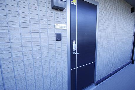 玄関はカードキーでスマートに施錠~