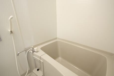 キレイなお風呂はいいな~ 物干しバーも付いてまぁーす~~