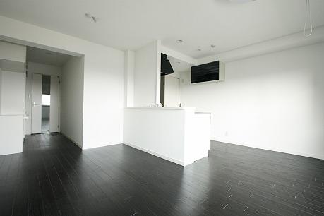 ホワイトを基調とした室内・・・( ^)o(^ ) LDK15.6帖