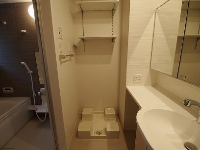 洗濯機の上には洗剤やタオルが置けますよ~