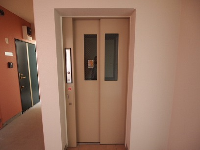 エレベーターでスーイスイ♪