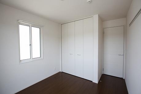 南側5帖の洋室~ こちらのお部屋からバルコニーへ