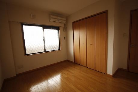 北側洋室。寝室に最適♪