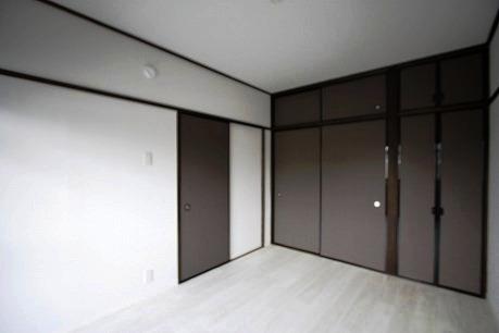 北側6帖の洋室~収納もたっぷり付いてます